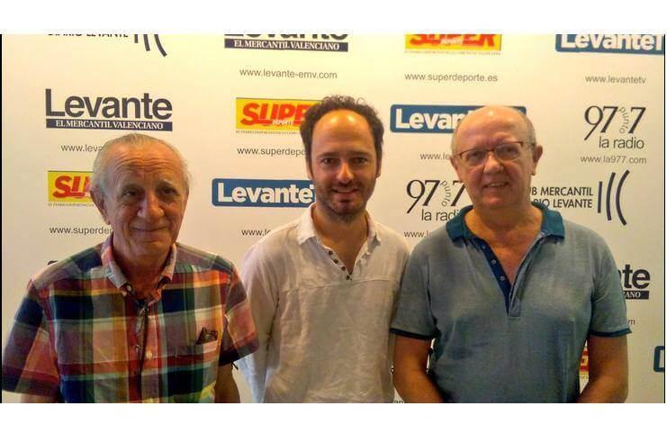 Bluemusic valencia visita 97.7 rádio, Fede y Carlos